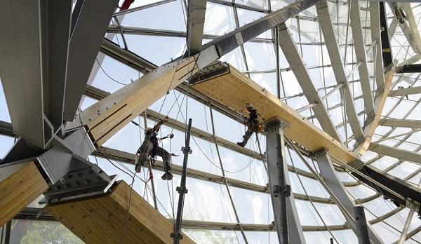 2174ad5c9 La Fundación Louis Vuitton inaugura en París su edificio creado por Frank  Ghehry.