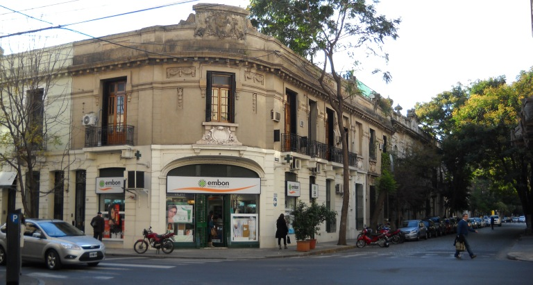 """Dorrego y Tucumán casas """"encarceladas"""""""